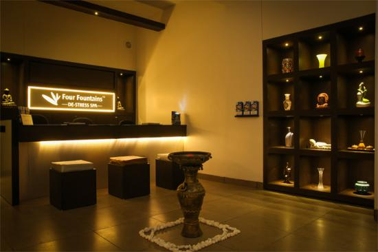 Vasai, Индия: spa counter