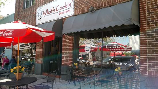 What's Cookin' Downtown: Wonderful restaurant and bar. Extremely friendly staff fast service. Definitely a locals favorit
