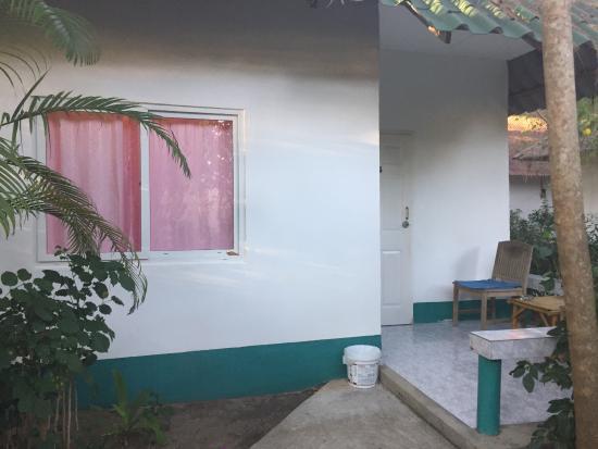 Lanta Island Resort: Blick auf den Bungalow von außen