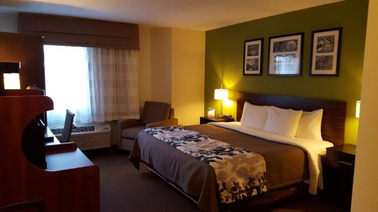 Sleep Inn Manchester Airport : Room with King Bed