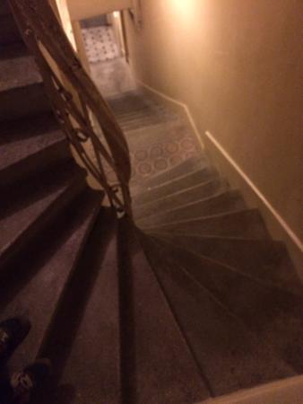 Pembe Cati: Escalera