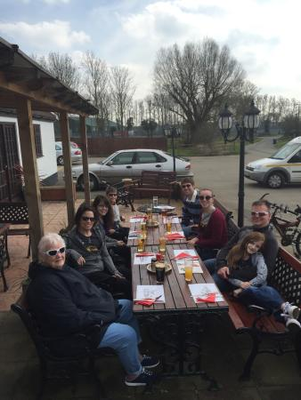 Cross Keys : Enjoying a wonderful lunch outside with family