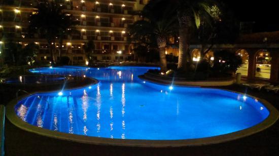Luna Club Hotel: Piscina desde la terraza del bar.
