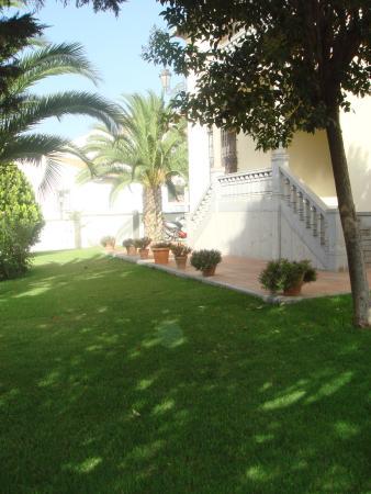 Hotel La Zubia: Jardín