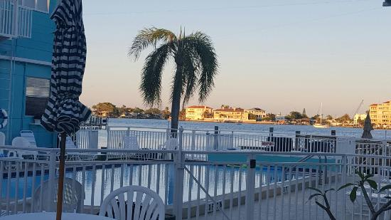 Coral Resort Condominiums: 20160404_192909_large.jpg