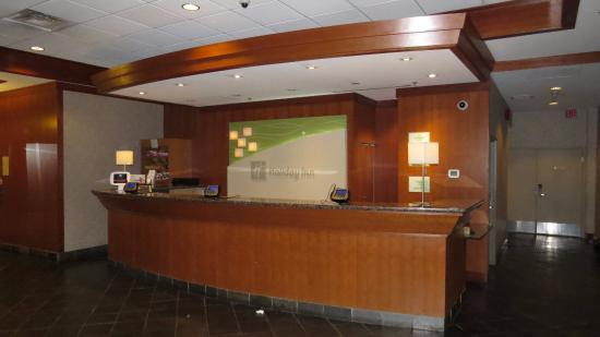 Holiday Inn Vancouver Airport: Lobby