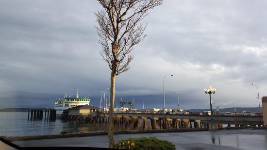 Huber's Inn Port Townsend : Ferry into Port Townsend
