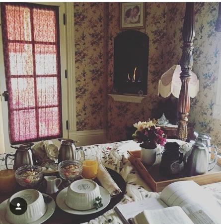 Aurora Staples Inn: Riverview Suite