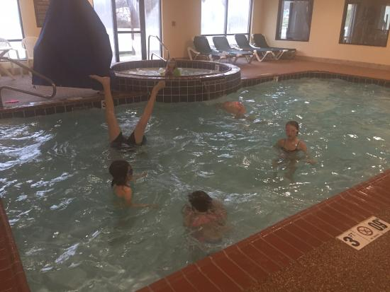 Comfort Suites: Nice warm pool and clean hot tub