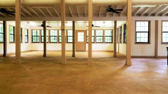 New Caney, Teksas: Pine Grove Dining Hall's main room