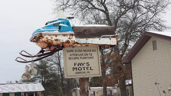 Fay's Motel: Love the sense of humor. Notice the gourds converted to birdhouses.