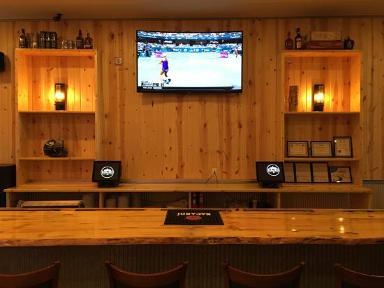 Badlands Saloon and Grille: Back Bar