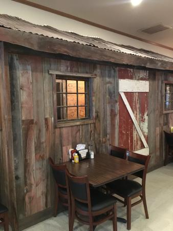 Badlands Saloon and Grille: outhouse