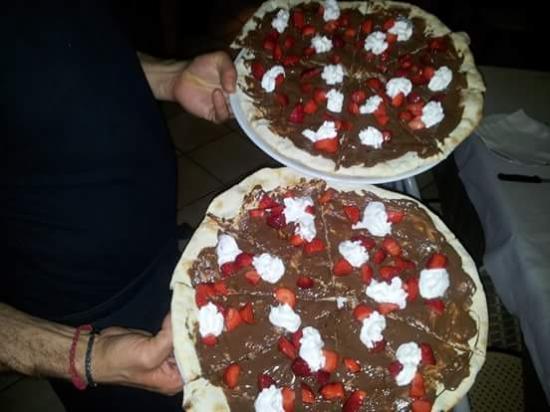Ristorante Pizzeria Pietrarossa : piadina con nutella fragole e panna