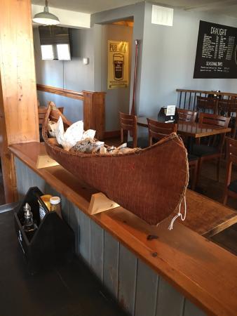 Canoe and Paddle Pub: Interiors