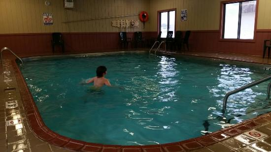 Magnuson Country Inn : Pool is smaller than it looks in some other photos, and water is too cold.