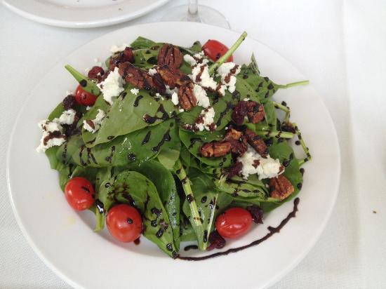 Small spinach salad - goat cheese, grape tomatoes, toasted honey pecans