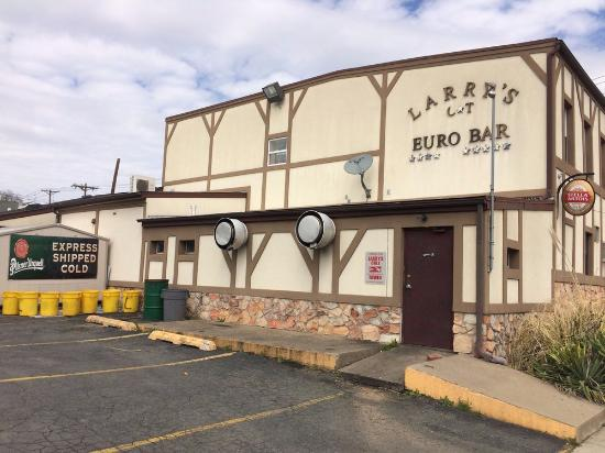 Trenton, NJ: Larry's Euro Bar