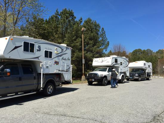 Nassawadox, VA: Gathering of 4 truck camper rigs at the Clam Shack after the annual Mid Atlantic Truck Camper Ra