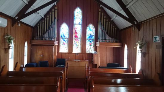 Kerikeri, Nueva Zelanda: Inside St James's Anglican Church. You can see the pipe organ at the far end.