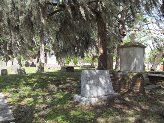 New Bern Tours & Convention : cemetery