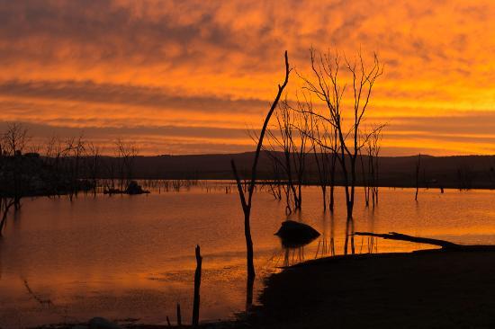 Inverell, Australia: Sunrise on Copeton Dam
