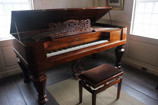 beautiful old piano picture of the old manse concord tripadvisor. Black Bedroom Furniture Sets. Home Design Ideas
