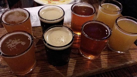 Thunder Canyon Brewery: flights