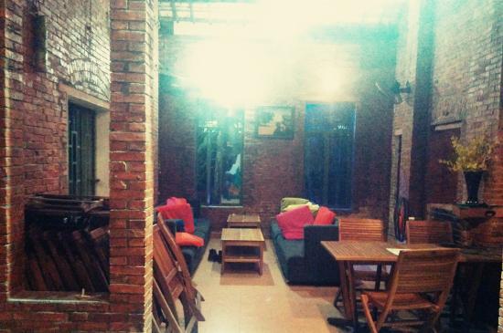 Oasis Bar & Hostel
