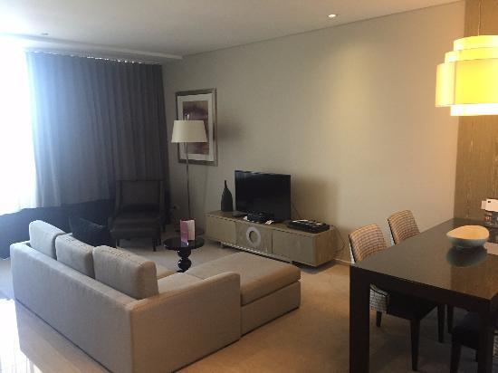 Fraser Suites Perth: sitting room