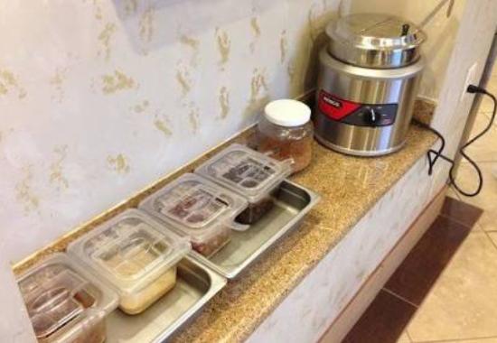 Monterey Park Inn: Sopa de arroz o congee y adicionales