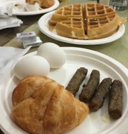 Monterey Park Inn: Waffles cocinados por uno mismo