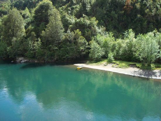 Cochamo, Χιλή: Orilla lago Tagua- tagua, enero 2016