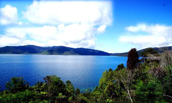 Papua, Indonesia: Lake Anggi