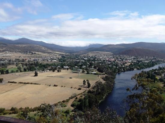 New Norfolk, Australia: Right side of the Derwent River from Pulpit Rock Lookout.