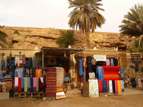 Errachidia, Morocco: Von Händlern umgeben.