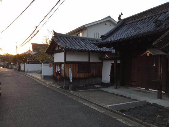 Petit Hotel Nara Club : Small temple on the same street as hotel
