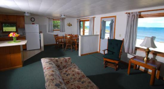 Square Rigger Lodge: Cottage 8 - Living Room, Dining & Kitchen areas