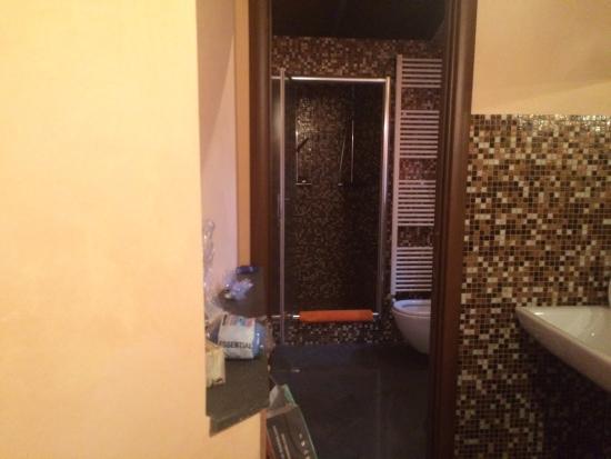 Bagno Doccia Mosaico : Camera gigante e bagno in mosaico con doccia doppia picture of