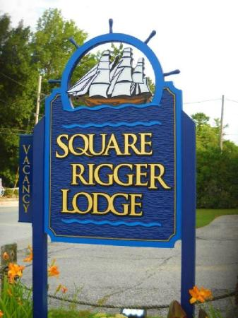 Square Rigger Lodge: Look for us on Hwy 57 in the center of Jacksonport.