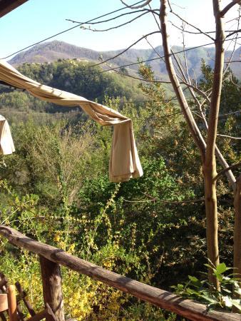 Vergemoli, Italië: altro scorcio della valle che puoi ammirare mentre pranzi