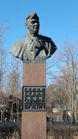 Monument to Vuchetich