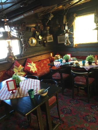 The Red Boat Hotel & Hostel: Nice place to stay, really central and with a bit of character!