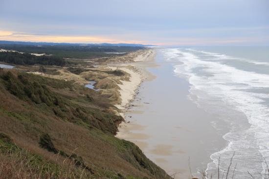 Florence, Oregón: 這是一個非常長的沙灘,白雪的沙,及無限的太平洋,從101公路上的山丘觀看,才能看到全貎。