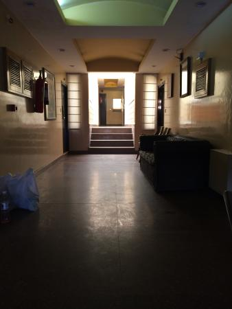 Corus Hotel: Second floor lobby