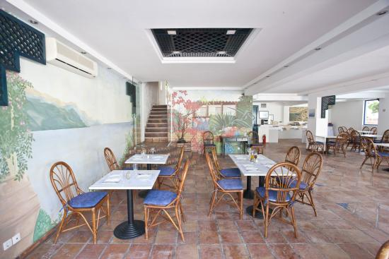 Golden Beach Hotel: Restaurant