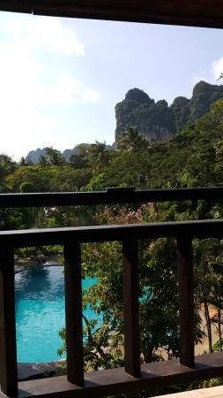 "Railay Princess Resort and Spa: Вид с 4 этажа ""старого"" корпуса на против бассейна."