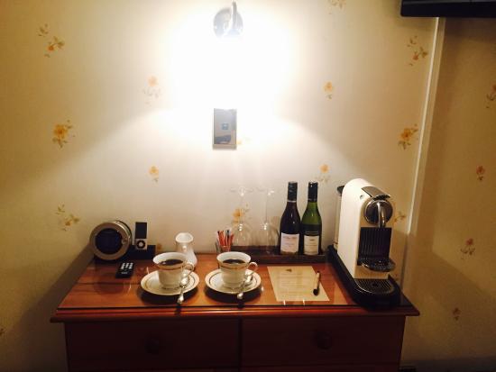 Hamurana Lodge: Coffee machine.