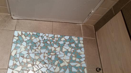 Zoom Sur Porte De Salle De Bain Pleine Dhumidité Bois Gondolé - Humidite salle de bain