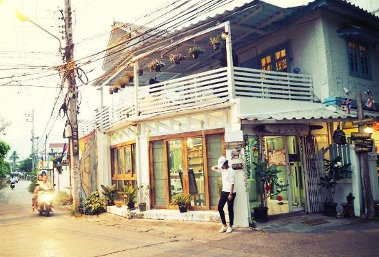 V and Oh Guesthouse : I'm really love this place ,and the owner very kind  and he so cute.